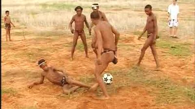 Carla-ensena-bushman-jugar-futbol_MDSVID20090525_0036_5